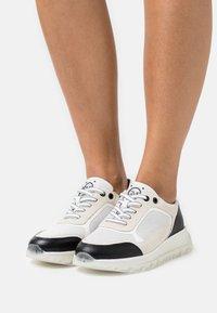 Marco Tozzi - BY GUIDO MARIA KRETSCHMER - Sneakersy niskie - white/black - 0