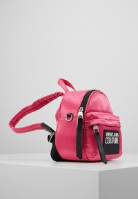 Versace Jeans Couture - TAB MINI BACKPACK - Batoh - fuxia - 3