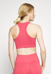 ONLY Play - ONPJAVO CIRCULAR BRA - Sports bra - holly berry - 2