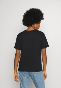 Even&Odd - CLARE WAITING FOR FRIDAY - Print T-shirt - black - 2