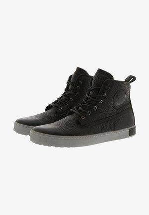 AM02 - Botines con cordones - black