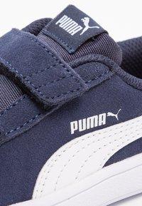 Puma - SMASH UNISEX - Tenisky - peacoat/puma white - 5