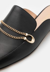 Coach - SAWYER SLIDE LOAFER - Klapki - black - 4