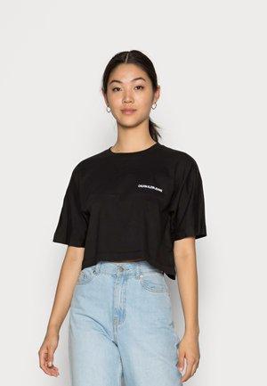 BACK INSTITUTIONAL DOLMAN TEE - Print T-shirt - black