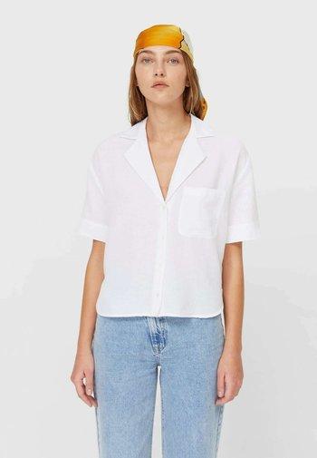 RUSTIKALES MIT KURZEN ÄRMELN - Button-down blouse - white
