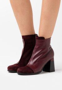 lilimill - Kotníková obuv na vysokém podpatku - prince twister magenta - 0