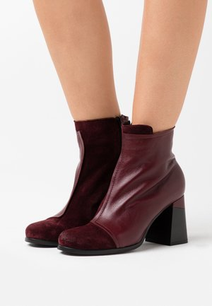 High heeled ankle boots - prince twister magenta