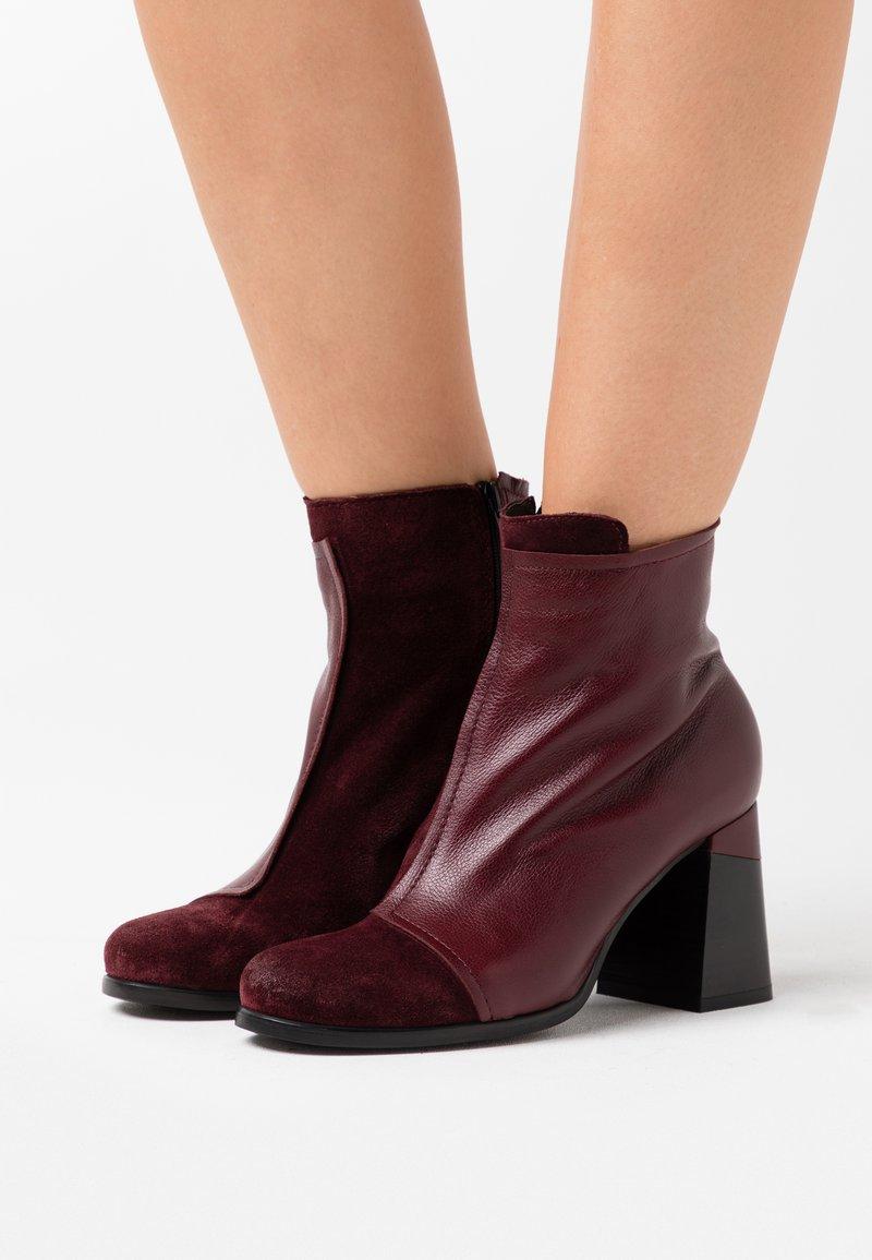 lilimill - Kotníková obuv na vysokém podpatku - prince twister magenta