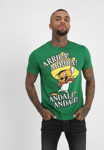LOONEY TUNES ARRIBA EASYFIT - Print T-shirt - green