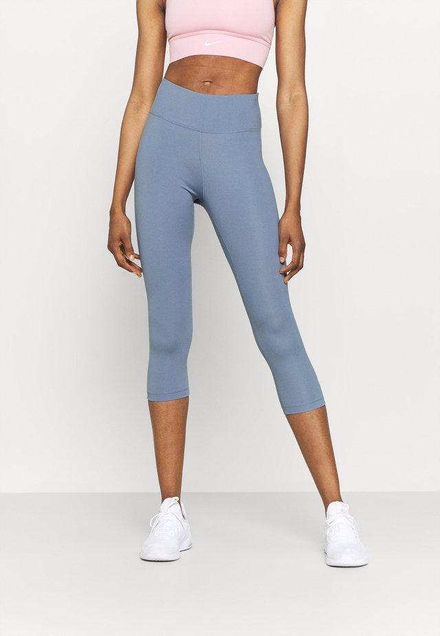 ONE - Pantaloncini 3/4 - ashen slate/white
