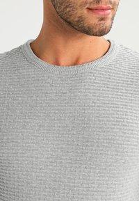 Selected Homme - SHHNEWDEAN CREW NECK - Jumper - light grey melange - 3