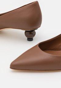 WEEKEND MaxMara - TARSO - Klassieke pumps - brown - 6
