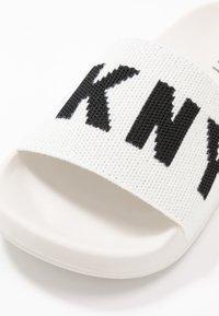 DKNY - ZAX SLIDE  - Mules - white/black - 2