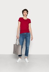Tommy Hilfiger - COOL SOLID ROUND - T-shirt basic - red - 1