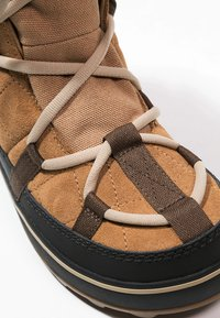 Sorel - GLACY EXPLORER SHORTIE - Zimní obuv - light brown - 6