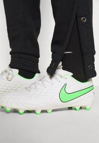 Nike Performance - FC PANT - Træningsbukser - black/clear - 3