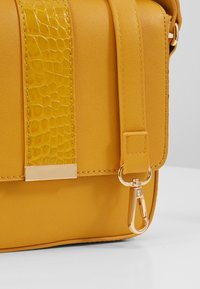 Even&Odd - Across body bag - yellow - 5