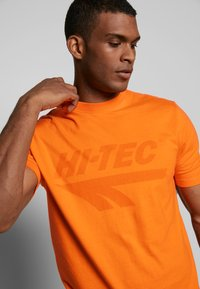 Hi-Tec - HANS - T-shirt print - orange zest - 4