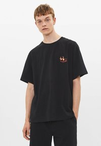 Bershka - Print T-shirt - black - 0