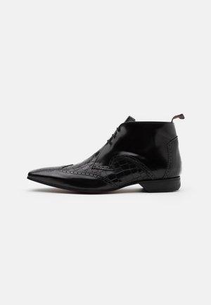 ESCOBAR MIX CHUKKA - Šněrovací kotníkové boty - college black/coco black