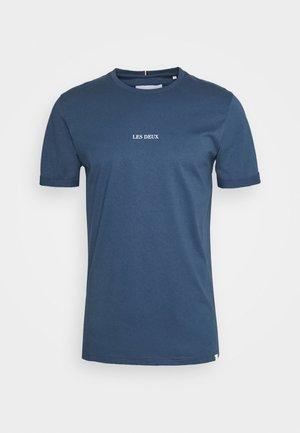 LENS - T-shirt basic - denim blue/white