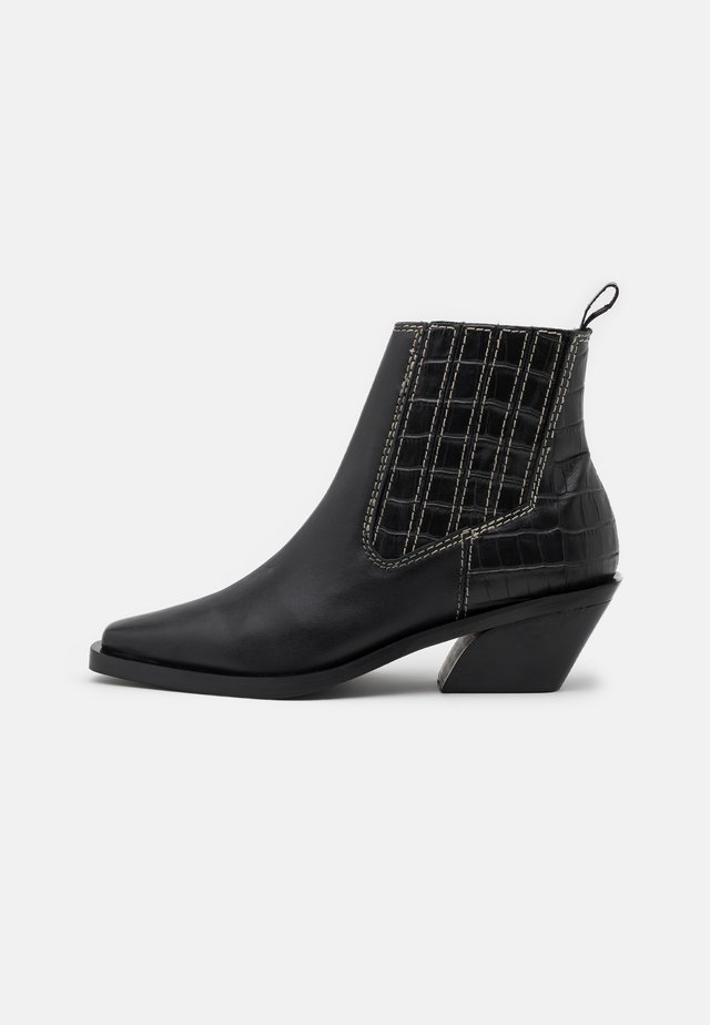 CONTRACT SEAMED BOOTS - Classic ankle boots - black