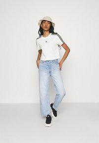 adidas Originals - LEOPARD CROPPED TEE - T-shirt print - multco/white/talc - 1