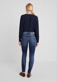 Marc O'Polo DENIM - ALVA SLIM - Slim fit jeans - dark crosshatch wash - 2