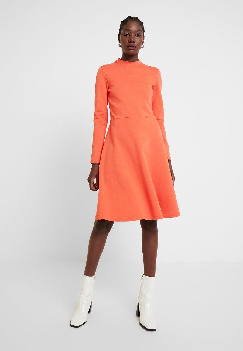 Opus - WONITA - Sukienka z dżerseju - fresh coral