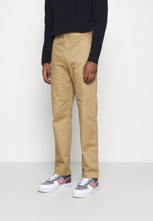 MARCUS LIGHT TWILL TROUSERS - Pantalones chinos - khaki