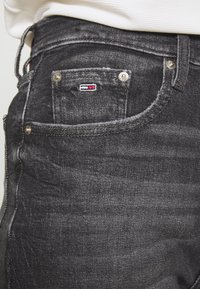 Tommy Jeans - MOM - Relaxed fit jeans - ginger grey - 5