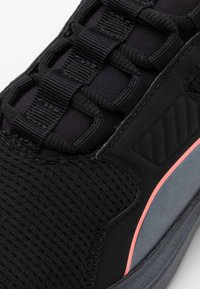 Puma - DISPERSE XT PEARL - Treningssko - black/energy peach - 5