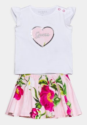 SKIRT SET - Print T-shirt - true white
