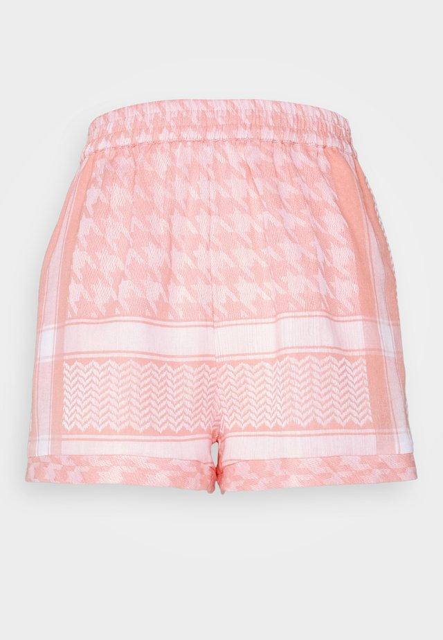 LIGHT - Shorts - flush