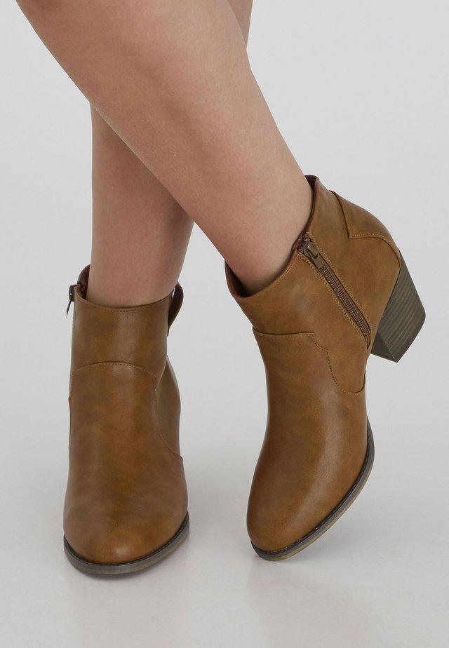 IAPOMONA FW - Ankle boots - cognac