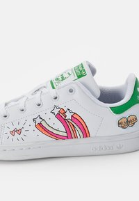 adidas Originals - STAN SMITH - Trainers - white/white/vivid green - 5