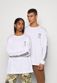 RETHINK Status - UNISEX - Bluzka z długim rękawem - white - 0