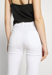 CLOSED - SKINNY PUSHER - Jeans Skinny Fit - white - 4