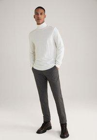 JOOP! Jeans - Trousers - schwarz/navy/braun - 1