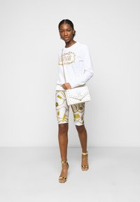 Versace Jeans Couture - BIKER - Shorts - white - 1