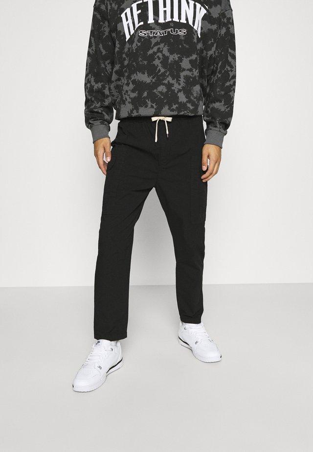 PANT - Reisitaskuhousut - black