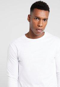 Pier One - 2 PACK - Camiseta de manga larga - white - 4