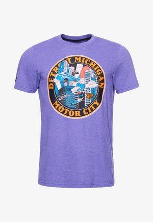 HERITAGE MOUNTAIN - Print T-shirt - prism violet