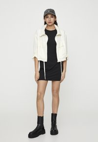PULL&BEAR - GESTREIFTE SELVEDGE  - Summer jacket - mottled beige - 1
