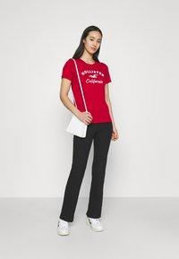 Hollister Co. - TECH CORE - Print T-shirt - red - 1