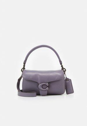 COVERED CLOSURE PILLOW TABBY SHOULDER BAG  7 - Käsilaukku - vintage purple