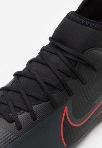 Nike Performance - MERCURIAL 7 CLUB IC - Halové fotbalové kopačky - black/dark smoke grey - 5