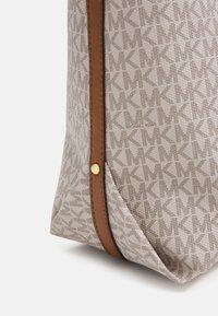 MICHAEL Michael Kors - BECK TOTE - Handbag - vanilla - 4