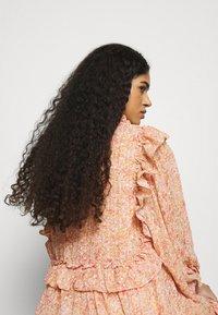 Stella Nova - BARBARA - Denní šaty - pink/orange - 3