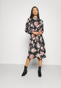 ONLY - ONLLENA FLOWER MIDI DRESS - Žerzejové šaty - black - 1